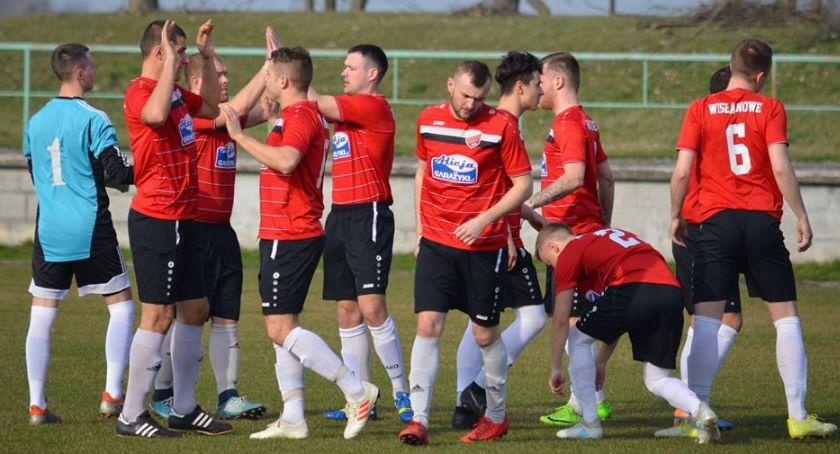 Piłka nożna, Piłkarze Wisły ośmiu obronili remis Brodnicy - zdjęcie, fotografia