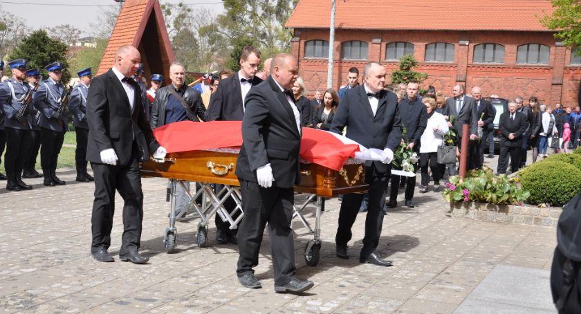 Pożegnania, Pogrzeb Adama Łobockiego pożegnaliśmy zasłużonego policjanta [ZDJĘCIA] - zdjęcie, fotografia