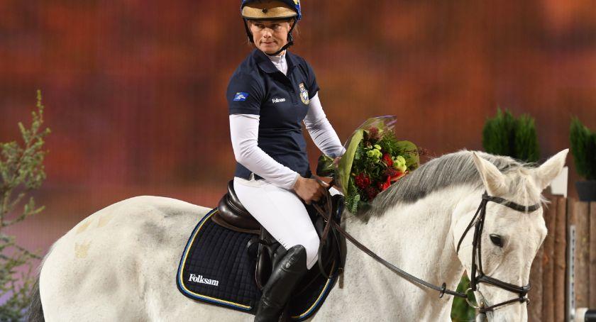 Pożar, który spłonął należał szwedzkiej olimpijki Sportsmenka razem kierowcą próbowali ratować konie - zdjęcie, fotografia