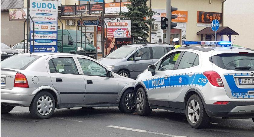 Wypadek drogowy, Wypadek Galerii Marianki Radiowóz zderzył osobówką[ZDJĘCIA] - zdjęcie, fotografia