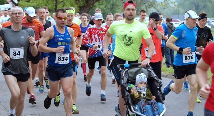 Bieganie, Ponad osiemset osób pobiegło Biegu Rycerskim Świeciu Odszukajcie zdjęciach - zdjęcie, fotografia