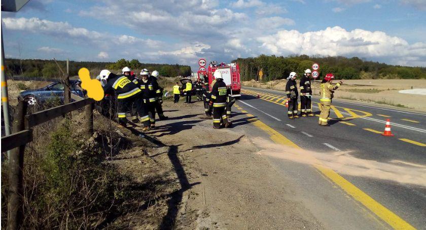 Wypadek drogowy, Wypadek koło Sartowic Kolizja dwóch samochodów drodze - zdjęcie, fotografia