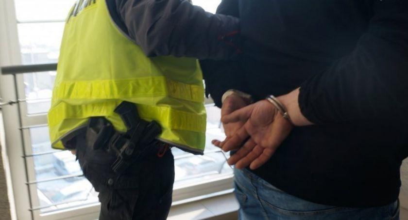 Akcja policji, Kierowca wpływem Świeciu Policja znalazła narkotyki - zdjęcie, fotografia
