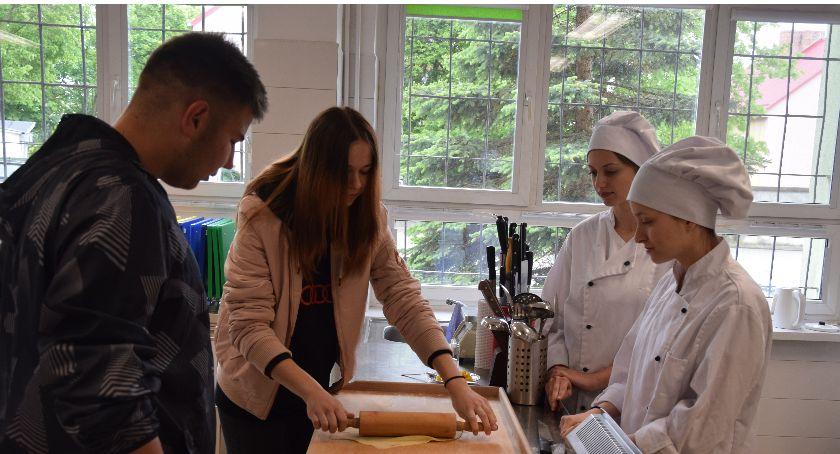 Edukacja, Festiwal Zawodów Świeciu Zaprosili przyszłych uczniów zajęcia - zdjęcie, fotografia