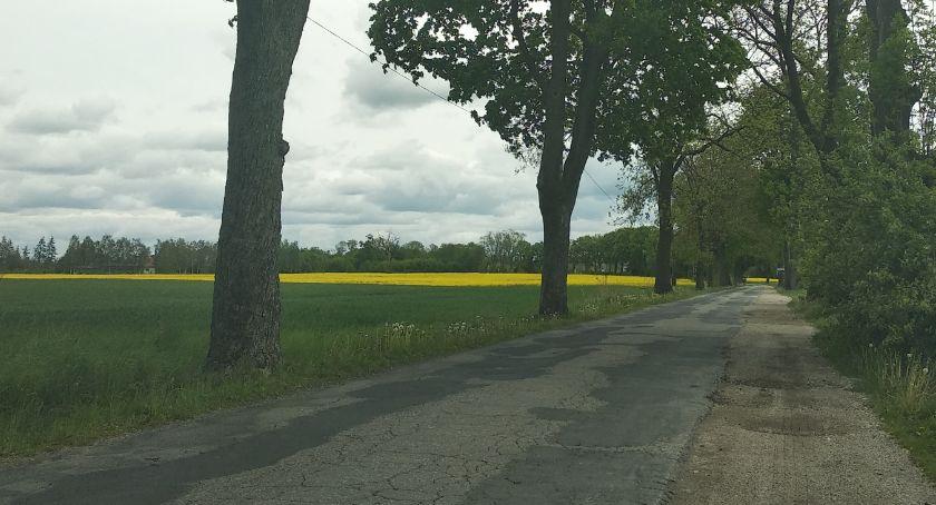 Interwencja, Droga wąska asfalt pozostawia wiele życzenia Kiedy doczekamy przebudowy - zdjęcie, fotografia