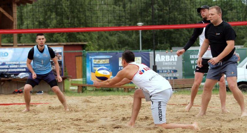 Siatkówka, Turniej siatkówki plażowej Laskowicach Ostatnie zgłoszenie drużyny - zdjęcie, fotografia
