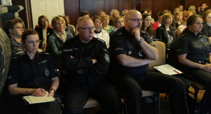 Akcja policji, Jastrzębiu przez debatowano problemach młodzieży nienawiści narkotyki przestępczość [ZDJĘCIA] - zdjęcie, fotografia