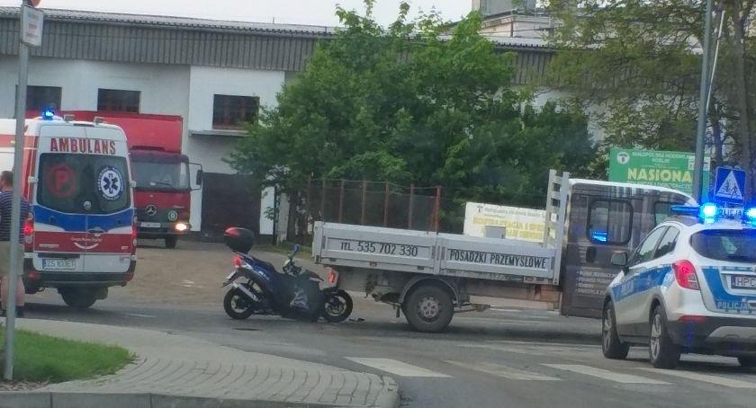 Akcja policji, Motorower wjechał dostawczaka Dziś koło Lidla doszło nietypowego zderzenia [ZDJĘCIA] - zdjęcie, fotografia