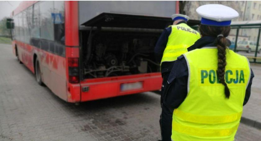 Akcja policji, Świecka drogówka kontroluje autobusy Każdy może łatwo zgłosić niesprawny pojazd - zdjęcie, fotografia