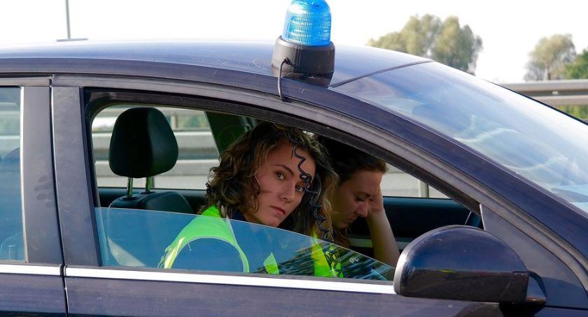 Akcja policji, Kompletnie pijany motocyklista ledwo trzymał jednośladzie - zdjęcie, fotografia