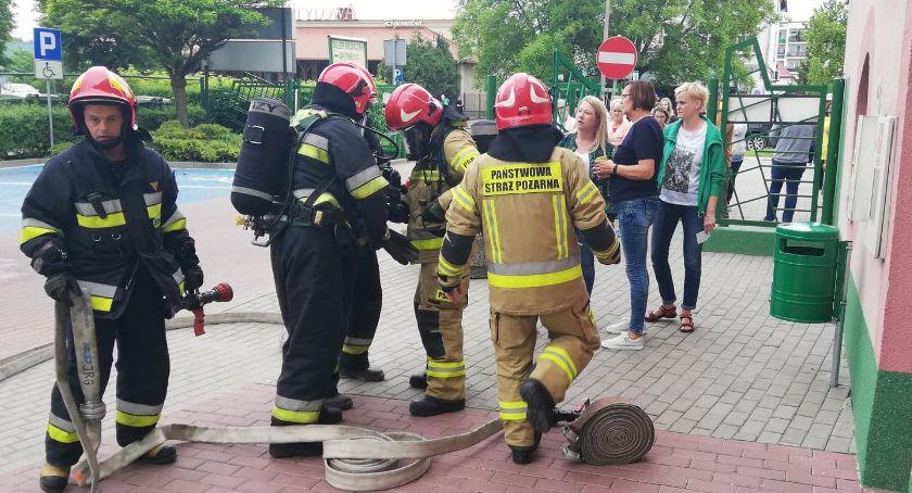 Akcja policji, Ewakuacja Zielonej Przychodni Dlaczego wszyscy pacjenci musieli opuścić budynek - zdjęcie, fotografia