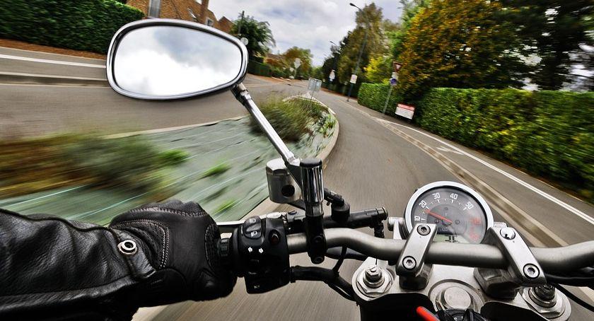 Wypadek drogowy, Drzycim Wypadek motocyklisty osobówką Ranny mężczyzna przewieziony szpitala - zdjęcie, fotografia