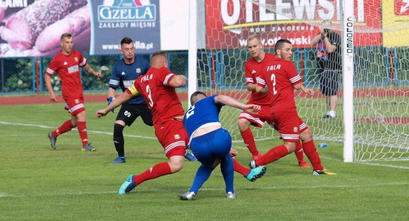 Piłka nożna, Świecie derbach powiatu pokonała Falę Świekatowo [ZDJĘCIA] - zdjęcie, fotografia
