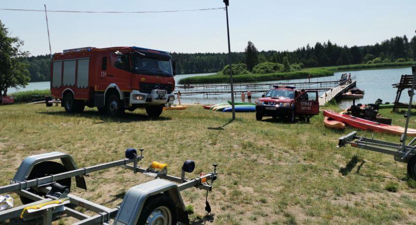 Akcja straży, Akcja ratownicza kąpieliskiem Tleniu Strażacy poszukują osoby która miała utonąć - zdjęcie, fotografia