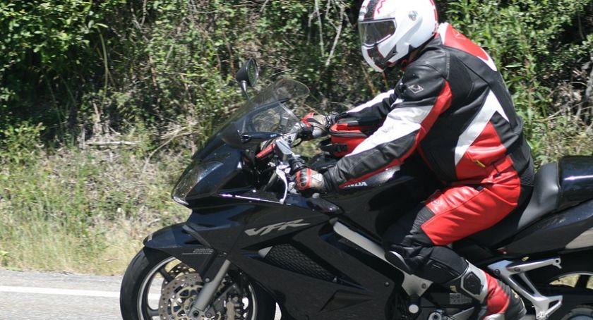 Wypadek drogowy, wypadki udziałem motocyklistów jeden zginął miejscu - zdjęcie, fotografia