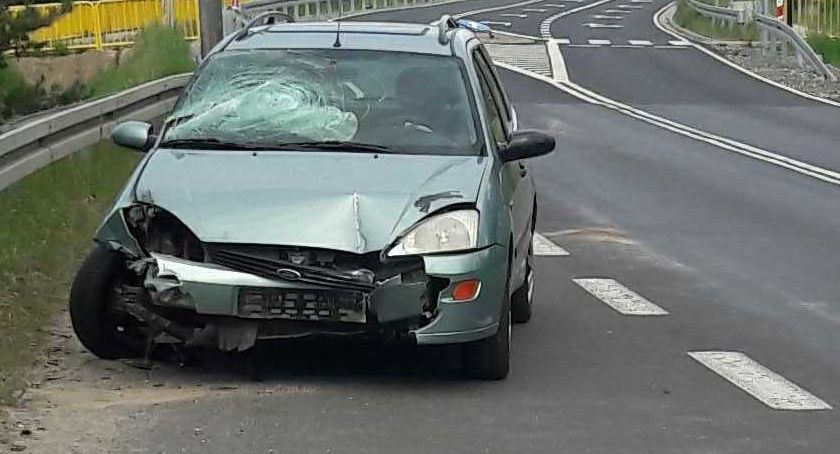 Newsy, Wiemy zostawił drodze rozbitego forda - zdjęcie, fotografia