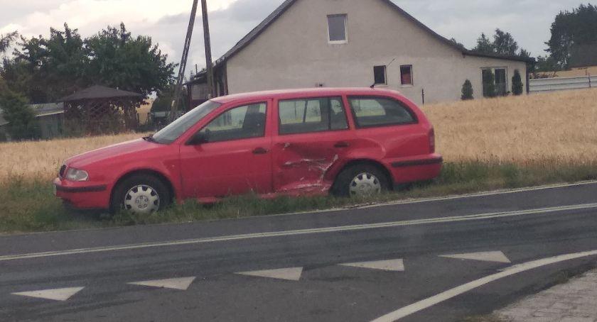 Wypadek drogowy, Wypadek udziałem dwóch samochodów osobowych osoby szpitalu - zdjęcie, fotografia