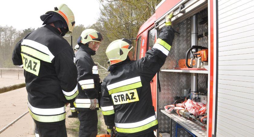Akcja straży, Ochotnicy Warlubie gaszą pożar Płonie trawa nasypie kolejowym - zdjęcie, fotografia