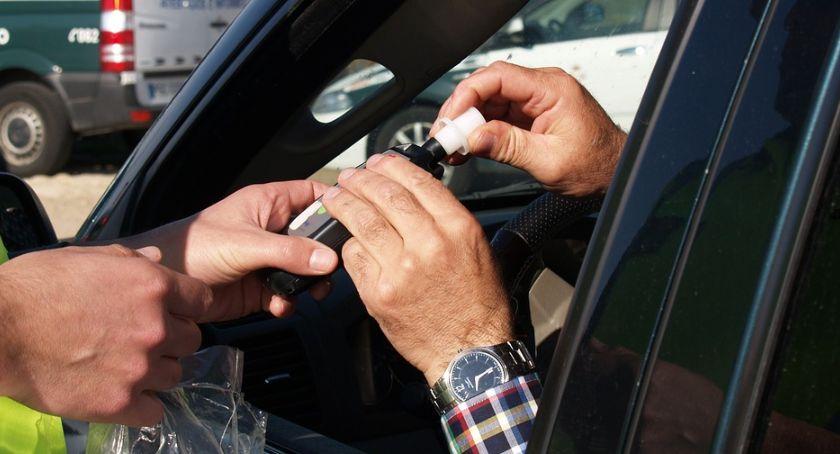 Akcja policji, Pijani kierowcy drodze Rekordzista weekendu dodatkowo posiadał uprawień kierowania pojazdem - zdjęcie, fotografia