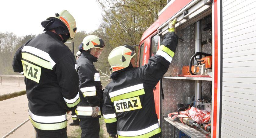 Akcja straży, Gawrońcu słoma miejsce ruszyły zastępy straży - zdjęcie, fotografia