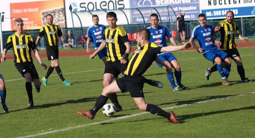 Piłka nożna, klasa Dębu Potulice Osielsko znów czterema zespołami powiatu świeckiego - zdjęcie, fotografia