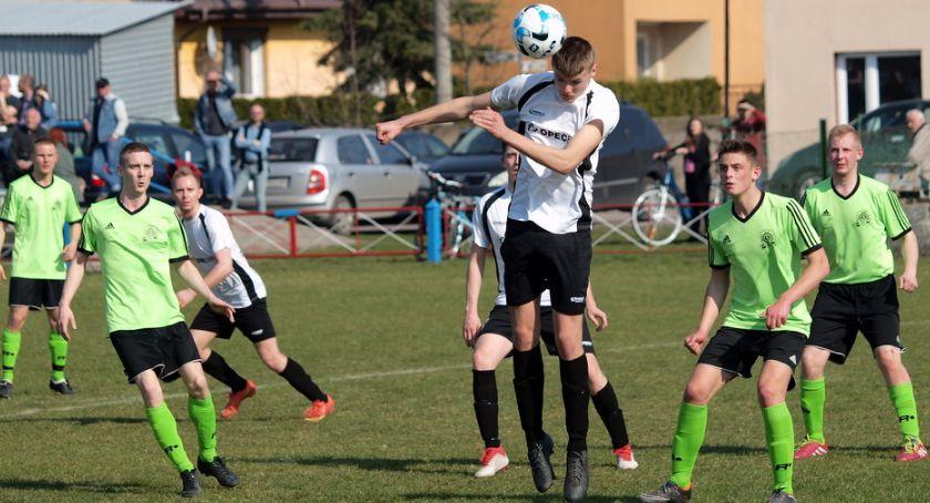 Piłka nożna, Zwrot akcji klasie buncie klubów będzie jednak pięć - zdjęcie, fotografia