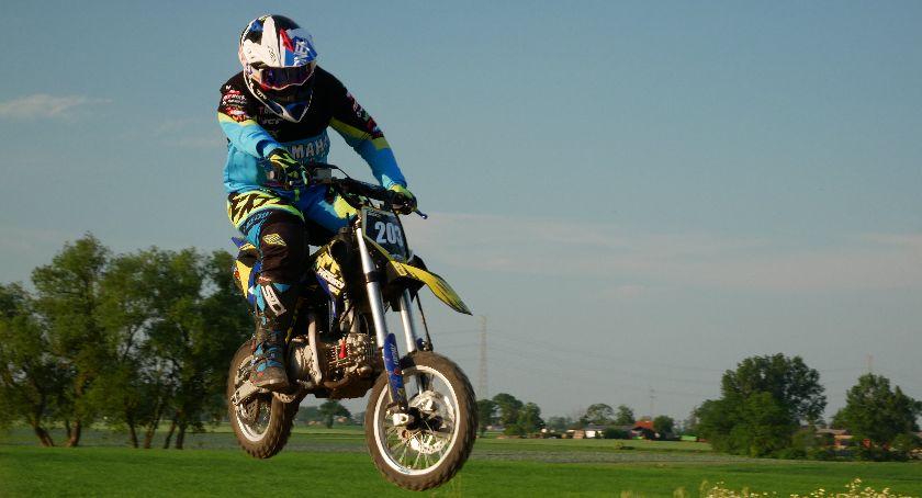 Sylwetka, Kacper błyszczy motocrossowych torach Wrócił startów zawodach poważnej kontuzji - zdjęcie, fotografia