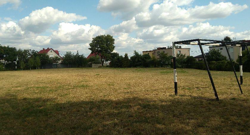 Inwestycje, Kiedy ruszy przebudowa boiska Okrężnej dzieje projektami budżetu obywatelskiego - zdjęcie, fotografia