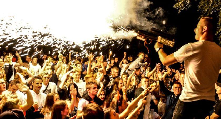Imprezy, Będzie działo Decznie wybiera - zdjęcie, fotografia