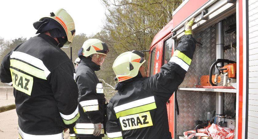 Akcja straży, Pożar samochodu! garażu którym szalały płomienie znajdowało butli gazem - zdjęcie, fotografia