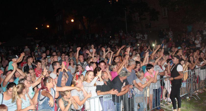 Imprezy, Tłumy bawiły Nowem muzyce disco - zdjęcie, fotografia