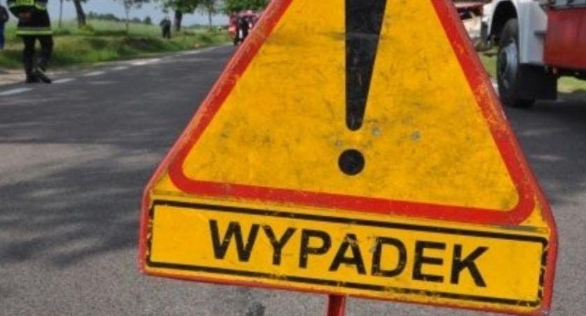 Wypadek drogowy, Droga zablokowana! żyje letni motocyklista - zdjęcie, fotografia