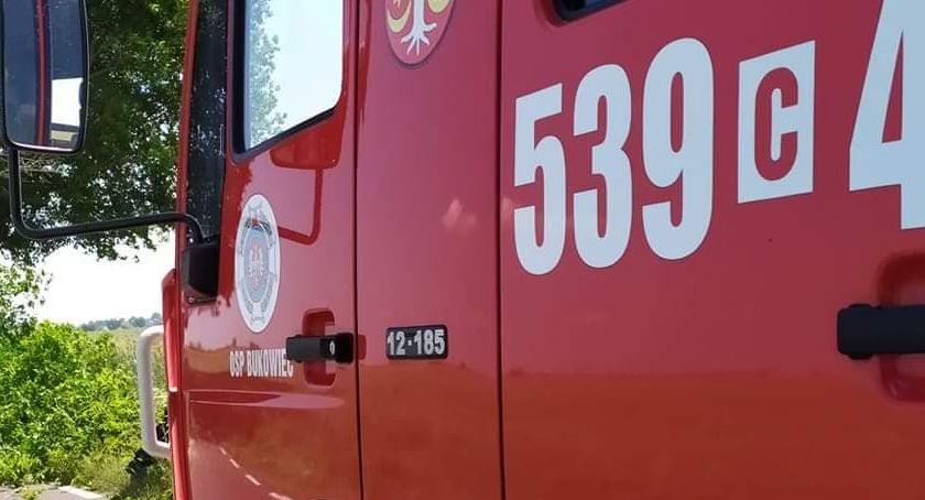 Akcja straży, Grucznie walczy jednostek straży pożarnej Płonie kompleks budynków gospodarczych - zdjęcie, fotografia