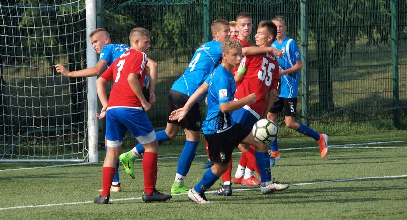Piłka nożna, Juniorzy młodsi Świecie niepokonani trzech kolejkach [ZDJĘCIA] - zdjęcie, fotografia