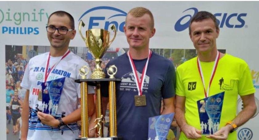 Bieganie, Policjanci Świecia wybiegali podium półmaratonie szybsi - zdjęcie, fotografia