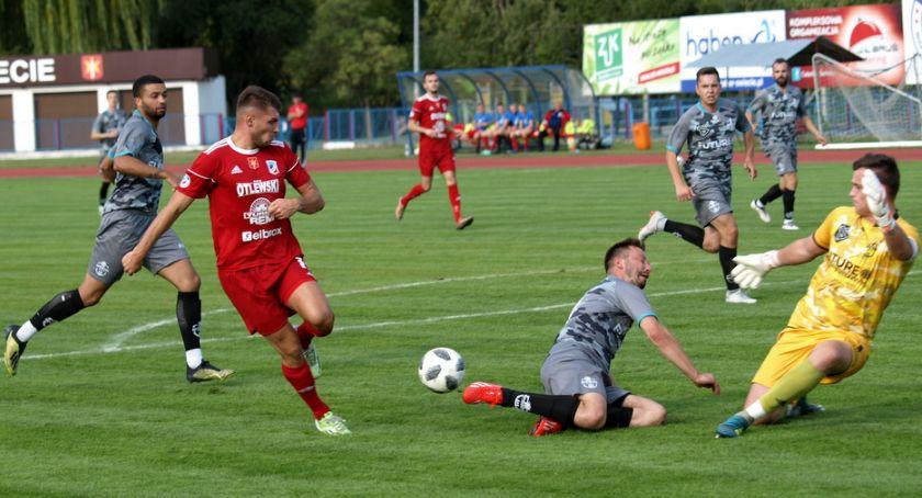 Piłka nożna, Świecie pożegnała Pucharem Polski przegrywając Sportisem Łochowo [ZDJĘCIA] - zdjęcie, fotografia