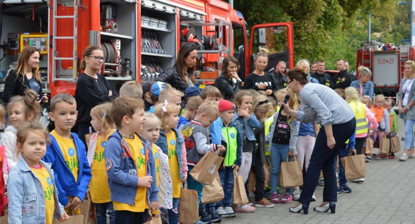 Imprezy, Bezpieczne dzieciaki Zobaczcie bawiły dziś przedszkolaki Świecia [ZDJĘCIA] - zdjęcie, fotografia