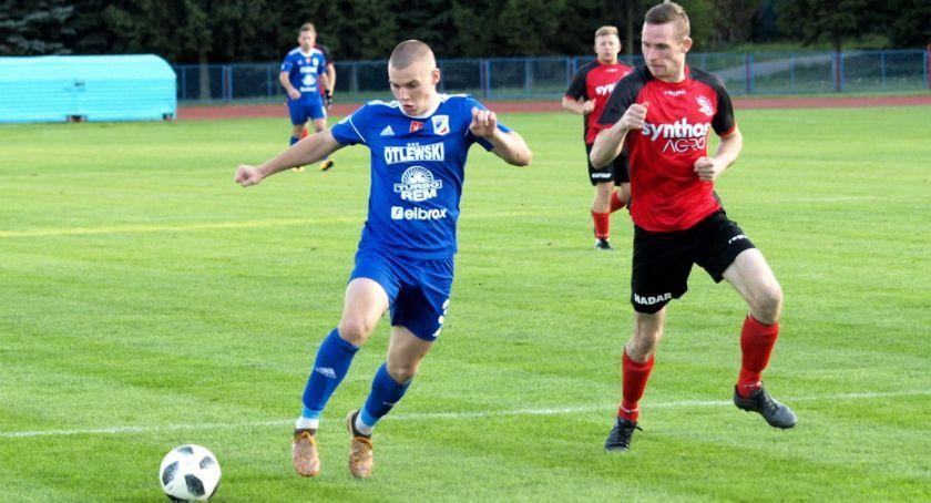 Piłka nożna, Świecie lepsza Sokoła Radomin [ZDJĘCIA] - zdjęcie, fotografia