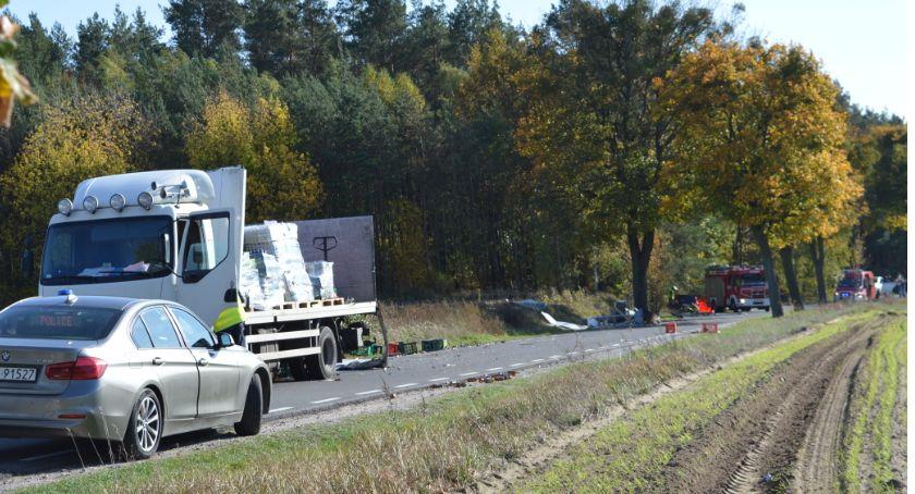 Wypadek drogowy, Tragiczny wypadek Dolnym Młynie żyje kierowca osobówki - zdjęcie, fotografia