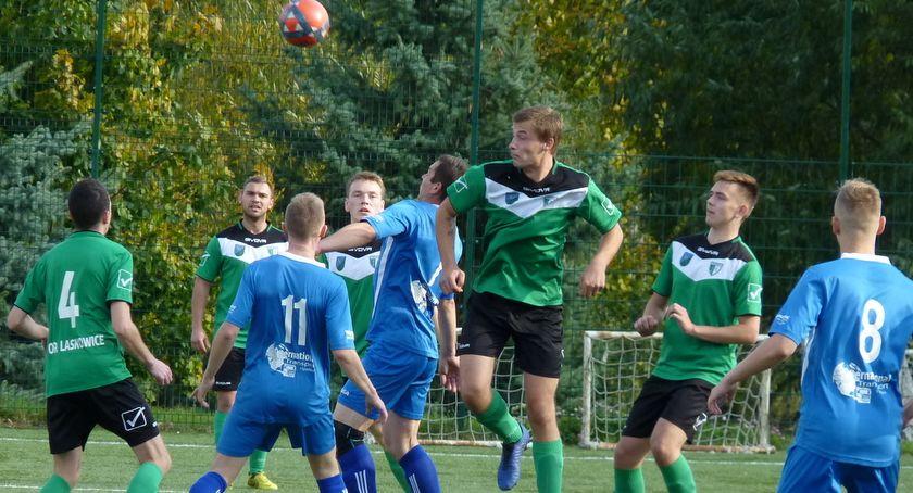 Piłka nożna, klasa Laskowice uległ Zrywowi Wielki Lubień [ZDJĘCIA] - zdjęcie, fotografia