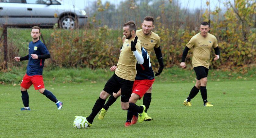 Piłka nożna, Sparta Przysiersk przegrała derby Falą Świekatowo [ZDJĘCIA] - zdjęcie, fotografia
