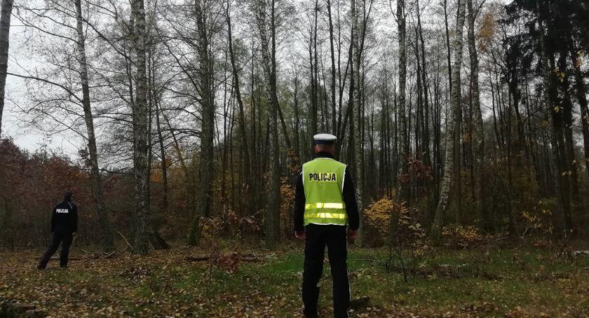 Akcja policji, Rodzina zgubiła lesie koło Nowego Pomogła policja straż leśna - zdjęcie, fotografia