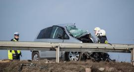 ZDJĘCIA I FILM: Wypadek na obwodnicy, TIR spadł z wiaduktu. Jedna osoba nie żyje