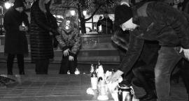 Na rynku zapłonęły znicze. Mieszkańcy Świecia uczcili pamięć Pawła Adamowicza