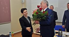 Studzińska zamieniła się miejscami z Koszowskim. Teraz ona jest starostą. Trwa pierwsza sesja powiatu [ZDJĘCIA]