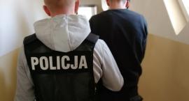 27-latek poszukiwany za włamanie do domku letniskowego wpadł, gdy zatrzymał się pod sklepem. Miał przy sobie narkotyki