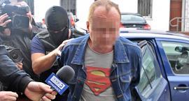 Sąd wydał wyrok w sprawie Dariusza R.: 15 lat pozbawienia wolności, zakaz zbliżania i finansowe zadośuczynienie