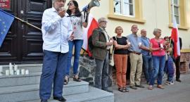 Protest pod sądem. Zebrani sprzeciwiali się próbom odwołania pierwszej prezes SN [ZDJĘCIA]