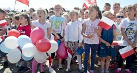 """Na Dużym Rynku ponad 1500 osób śpiewało """"Odę do radości"""". Nie oszczędzali swych gardeł [ZDJĘCIA]"""