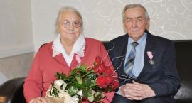 Doczekali się czworo dzieci i siedmiu wnuków. Są razem 60 lat
